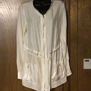 Tahari sizeM 100% silk w 2 pockets & zipper shirt